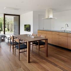 049つどいの杜 in 軽井沢: atelier137 ARCHITECTURAL DESIGN OFFICEが手掛けたキッチンです。,クラシック 木 木目調