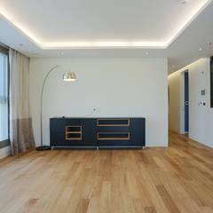 33평형 힐스테이트: Design Mind Mirae의  벽