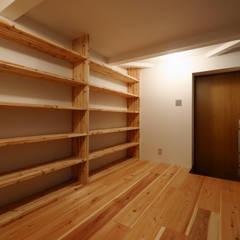 玄関.趣味のスペース: 一級建築士事務所 Coo Planningが手掛けた廊下 & 玄関です。