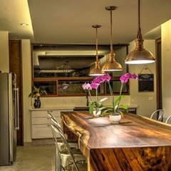 rustieke & brocante Eetkamer door Stuen Arquitectos
