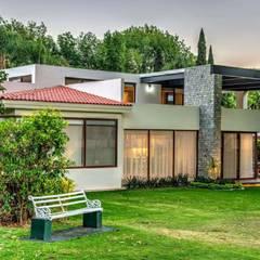 fachada posterior, Jardin: Villas de estilo  por Stuen Arquitectos
