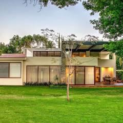 Terraza: Jardines en la fachada de estilo  por Stuen Arquitectos