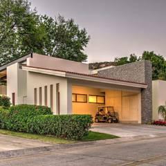 Casa M: Garajes abiertos de estilo  por Stuen Arquitectos, Moderno Piedra