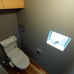3階トイレ: 一級建築士事務所 Coo Planningが手掛けた浴室です。