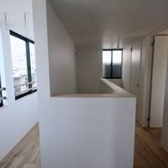 三国の住宅 / 大阪市淀川区 木造3階建て住宅: 一級建築士事務所 Coo Planningが手掛けたサンルームです。