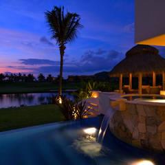 Buitenzwembad door foto de arquitectura