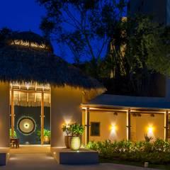 fotógrafo de Hoteles en México: Terrazas de estilo  por foto de arquitectura