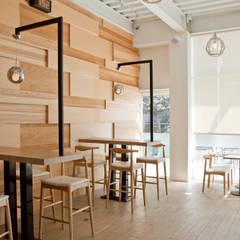 Restaurantes de estilo  por Zendo 深度空間設計