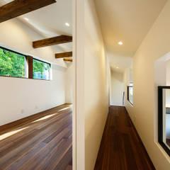 haus-agit 子供室&廊下: 一級建築士事務所hausが手掛けた子供部屋です。