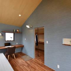 Dormitorios de estilo  por BDA.T / ボーダレスドロー