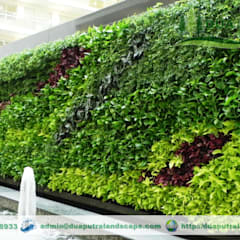 Vertical Garden Jakarta: Taman oleh Dua Putra Landscape, Modern