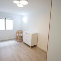 Reforma de piso: Dormitorios infantiles de estilo  de Bocetto Interiorismo y Construcción