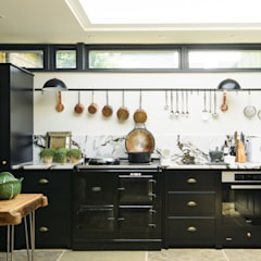 Dapur built in by deVOL Kitchens