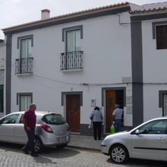 Recuperação de casa em Serpa por Rodrigo Roquette Rústico Madeira Acabamento em madeira