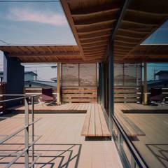 杉並の家: 西島正樹/プライム一級建築士事務所 が手掛けたベランダです。