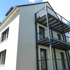 Casas multifamiliares de estilo  por Architekturbüro Pongratz