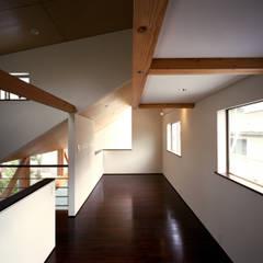 غرفة نوم مراهقين  تنفيذ 西島正樹/プライム一級建築士事務所 ,