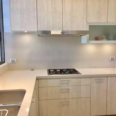 Remodelación Cocina Vitacura: Cocinas equipadas de estilo  por balConcept SpA