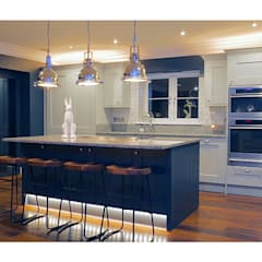 Ream Shaker Kitchen:  Built-in kitchens by Ream Interiors