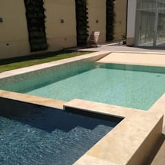 PROYECTOS VARIOS DE PISCINAS: Piscinas de jardín de estilo  por Premier Pools S.A.S.