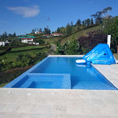 Infinity pool by Premier Pools S.A.S., Modern