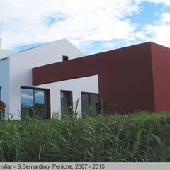 Casa de São Joaquim, São Bernardino, Peniche: Casas  por LUISA PACHECO MARQUES ARQUITECA, SOC. UNIP. LDA