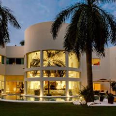 VILLA AQUA: Villas de estilo  por PINEDA ARQUITECTOS S.A DE C.V