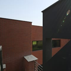 Houses by 인문학적인집짓기, Modern Bricks
