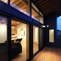 Trilogy - 北の家: 西島正樹/プライム一級建築士事務所 が手掛けたベランダです。