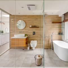 minimalistic Bathroom by 御見設計企業有限公司