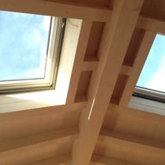 Velux et fenêtres de toit de style  par studio arch sara baggio
