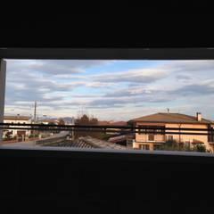 CANTIERE: Ristrutturazione e ampliamento: Finestre in PVC in stile  di studio arch sara baggio