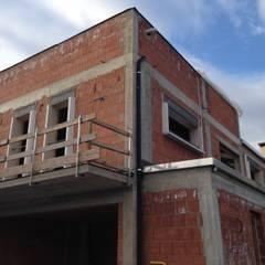 CANTIERE: Ristrutturazione e ampliamento: Villa a schiera in stile  di studio arch sara baggio