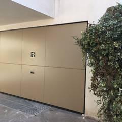 studio arch sara baggioが手掛けた二車用ガレージ車庫