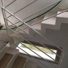 CASA GiLi: Scale in stile  di studio arch sara baggio