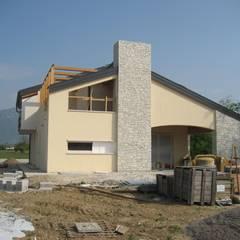 casa DaLì: Casa unifamiliare in stile  di studio arch sara baggio
