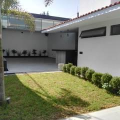 TERRAZA SERVANDO: Jardines de estilo moderno por 2PUNTO74