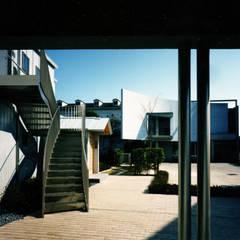 広場の家: 西島正樹/プライム一級建築士事務所 が手掛けた木造住宅です。