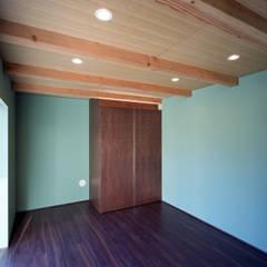 Bridge - 桜上水の家: 西島正樹/プライム一級建築士事務所 が手掛けた寝室です。