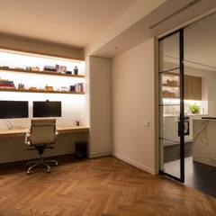 Reforma integral de vivienda en Barcelona: Estudios y despachos de estilo  de Reformas Vicort
