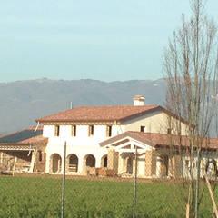 Casa DafNe: Casa unifamiliare in stile  di studio arch sara baggio