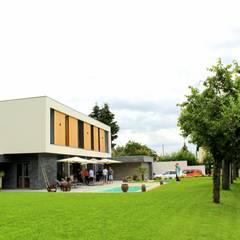Maison L02: Maisons de style  par 3B Architecture