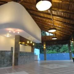 Terraza-palapa: Cabañas de madera de estilo  por Proyectos y Construcciones ROHCarq, S.A.S. de C.V.