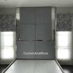 ม่านพับ 2 ชั้น:  ห้องนอน by CurtainAndMore