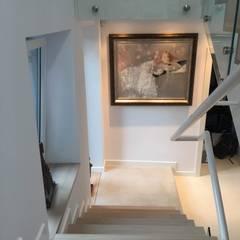 Dom Wola Justowska : styl , w kategorii Schody zaprojektowany przez ANNA KOSMALA