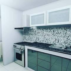 Adecuación de cocina: Armarios de cocinas de estilo  por Arte&diseño, Minimalista Aglomerado