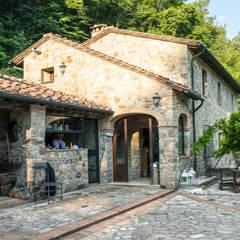 Villino in Via Chiantigiana interna Loc Callai: Giardino in stile  di Studio Bennardi - Architettura & Design