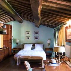 Villino in Via Chiantigiana interna Loc Callai: Camera da letto in stile  di Studio Bennardi - Architettura & Design