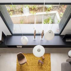 REANIMATION einer alten Druckerei:  Wohnzimmer von SEHW Architektur GmbH