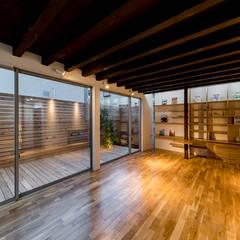 練馬の家: 株式会社YDS建築研究所が手掛けたテラス・ベランダです。